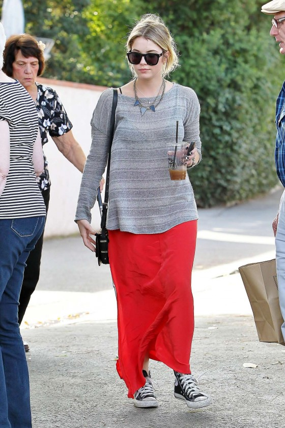 Ashley Benson 2013 : Ashely Benson Out for Lunch With Family in Toluca Lake-05