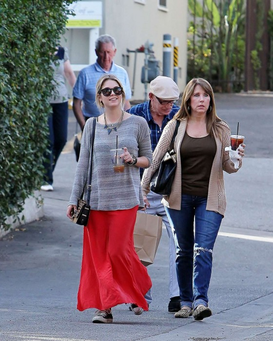 Ashley Benson 2013 : Ashely Benson Out for Lunch With Family in Toluca Lake-10