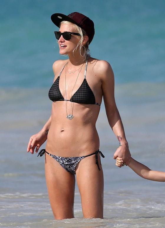Ashlee Simpson 2012 : ashlee-simpson-in-a-bikini-at-a-beach-in-hawaii-04