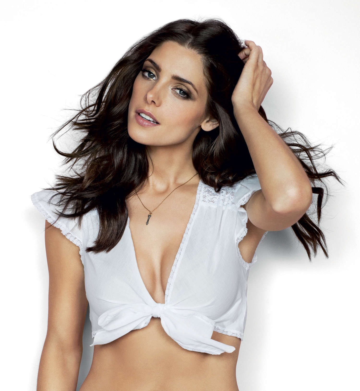 ashley-greene-cosmopolitan-photoshoot-01