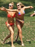 ashley-hart-and-jessica-hart-playing-frisbee-in-a-bikini-07