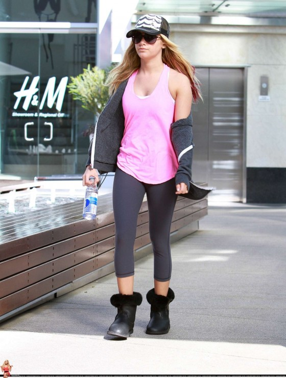 Ashley Tisdale 2012 : Ashley Tisdale In tights heads to gym-07