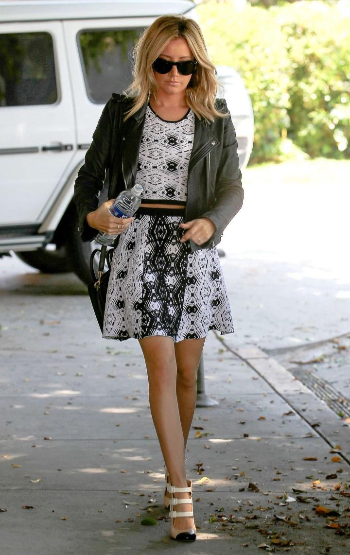 Ashley tisdale sexy skirt apologise