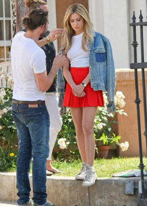 Ashley Tisdale legs in mini skirt-13