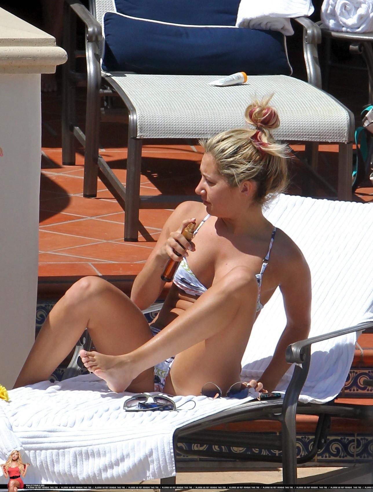Topless girl on beach australia - 3 part 1