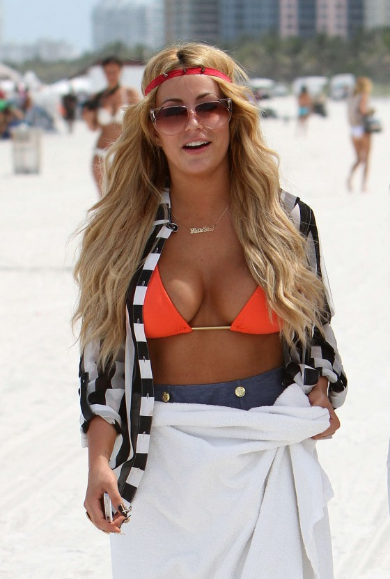 aubrey-oday-in-a-bikini-on-the-beach-in-miami-12