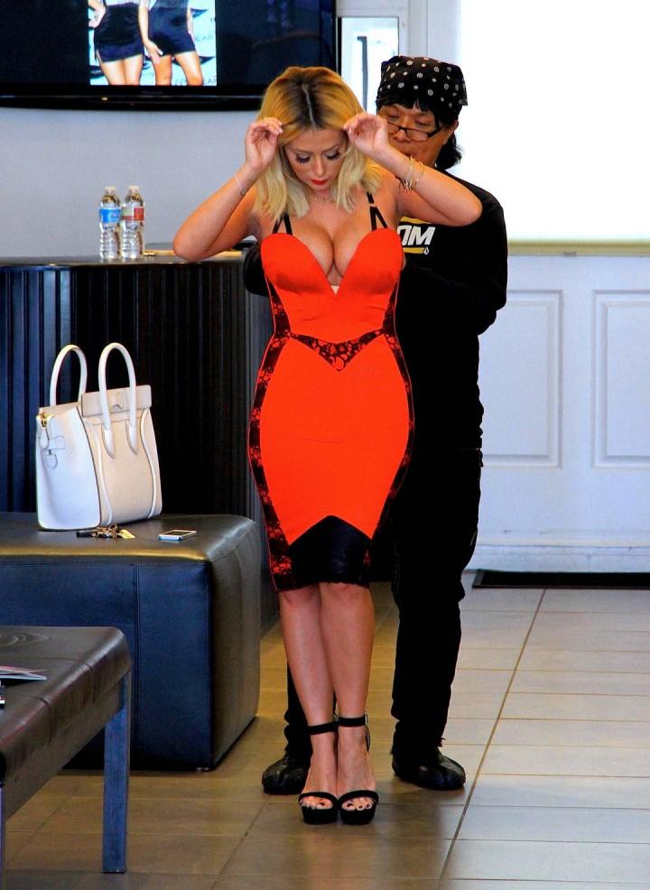 Aubrey ODay Shopping Candids