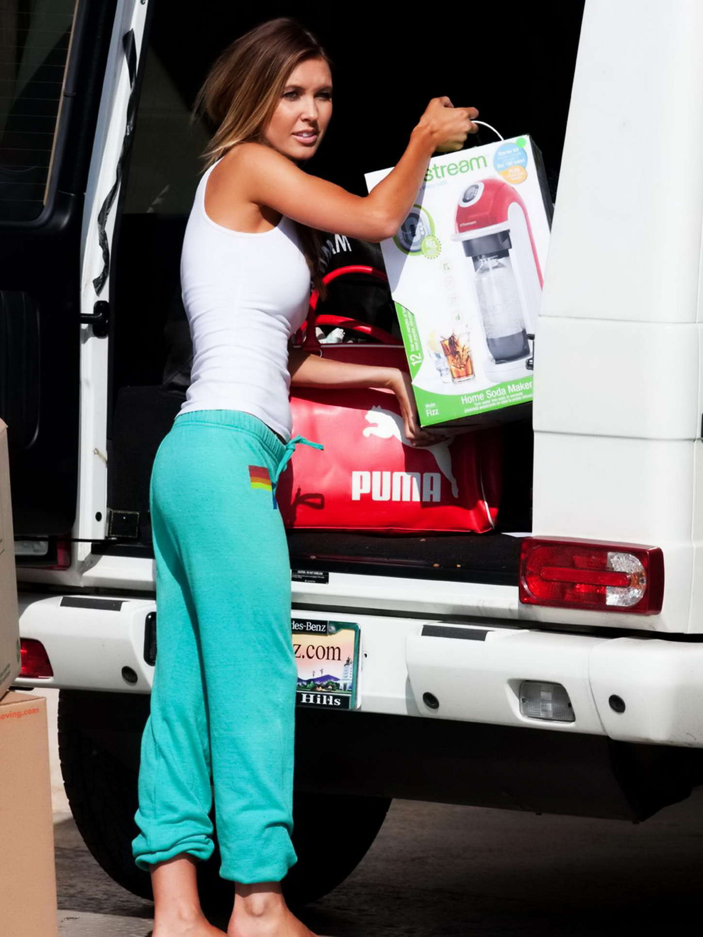 Audrina Patridge Moving Out Of Her Beach House In South Bay-06