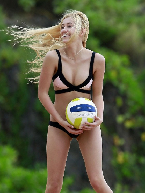 Ava Sambora Bikini Photos: 2014 Playing Volleyball