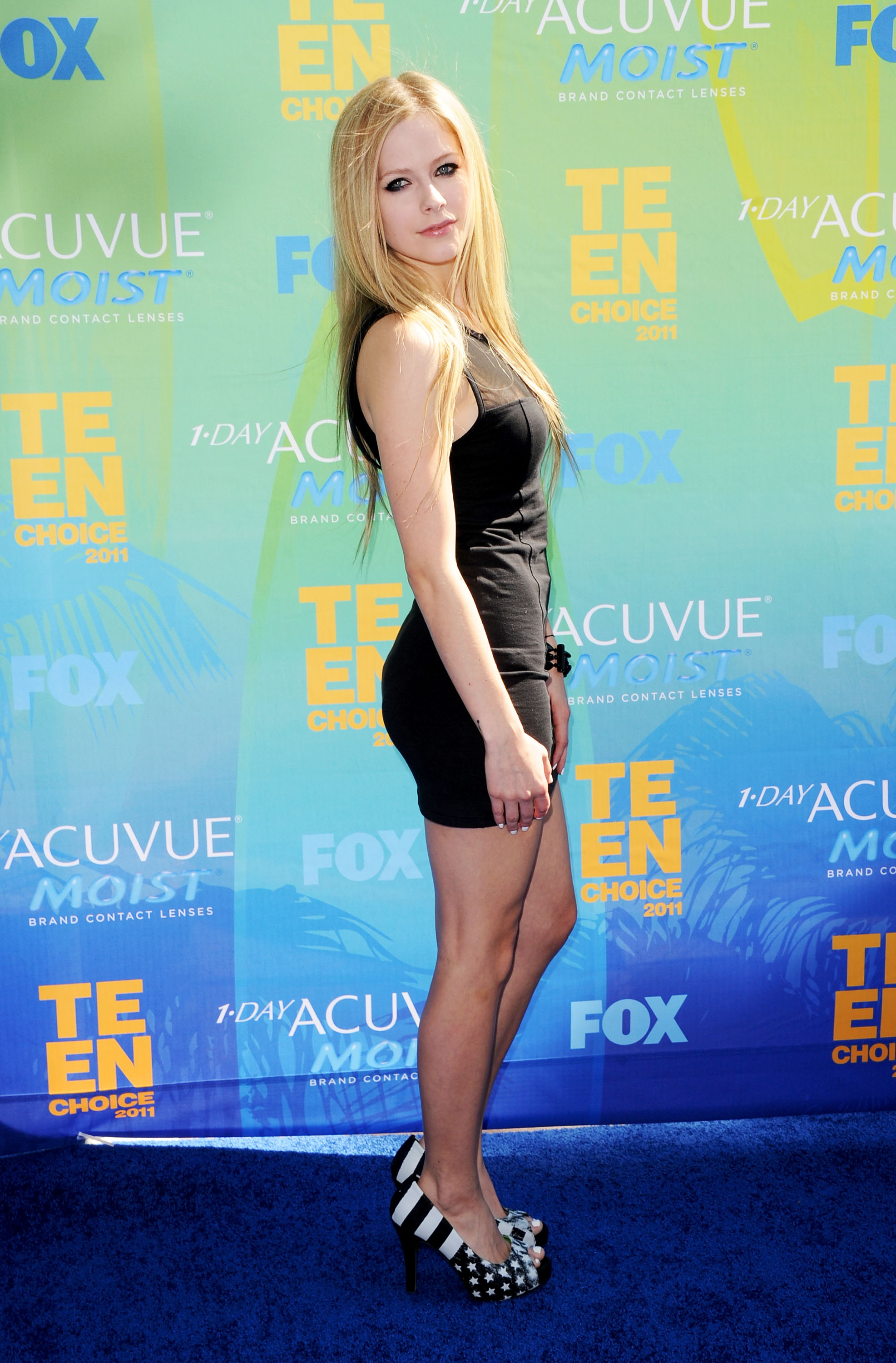 Avril Lavigne In Tight Mini See-Through Dress At 2011 Teen Choice ...