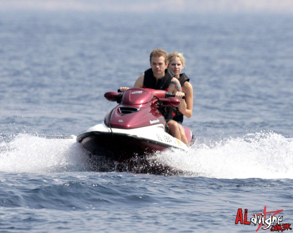 Avril Lavigne 2010 : avril-lavigne-honeymoon-photos-in-portofino-04