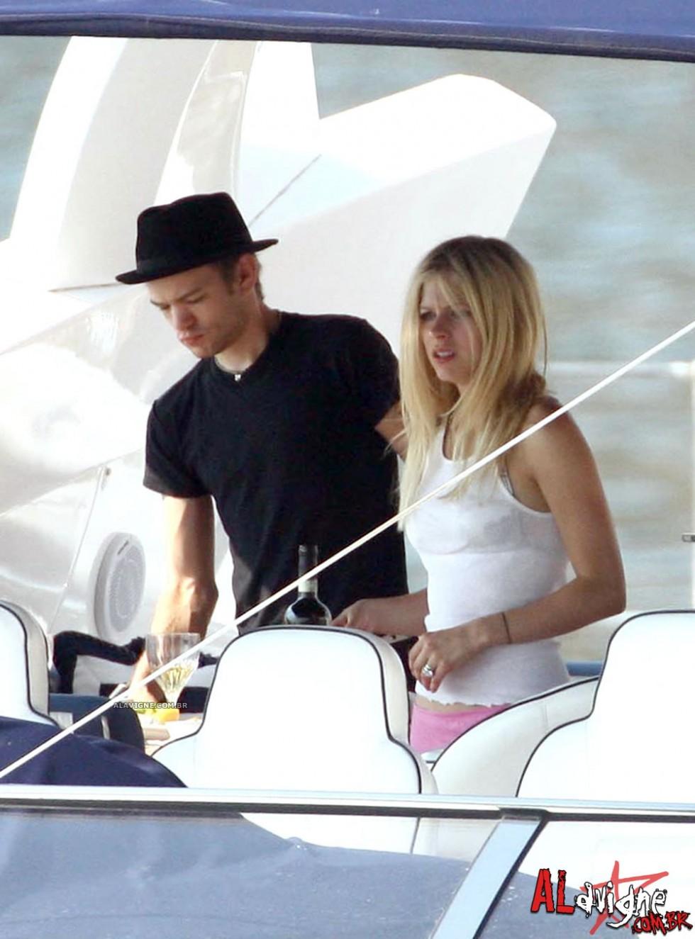 Avril Lavigne 2010 : avril-lavigne-honeymoon-photos-in-portofino-06