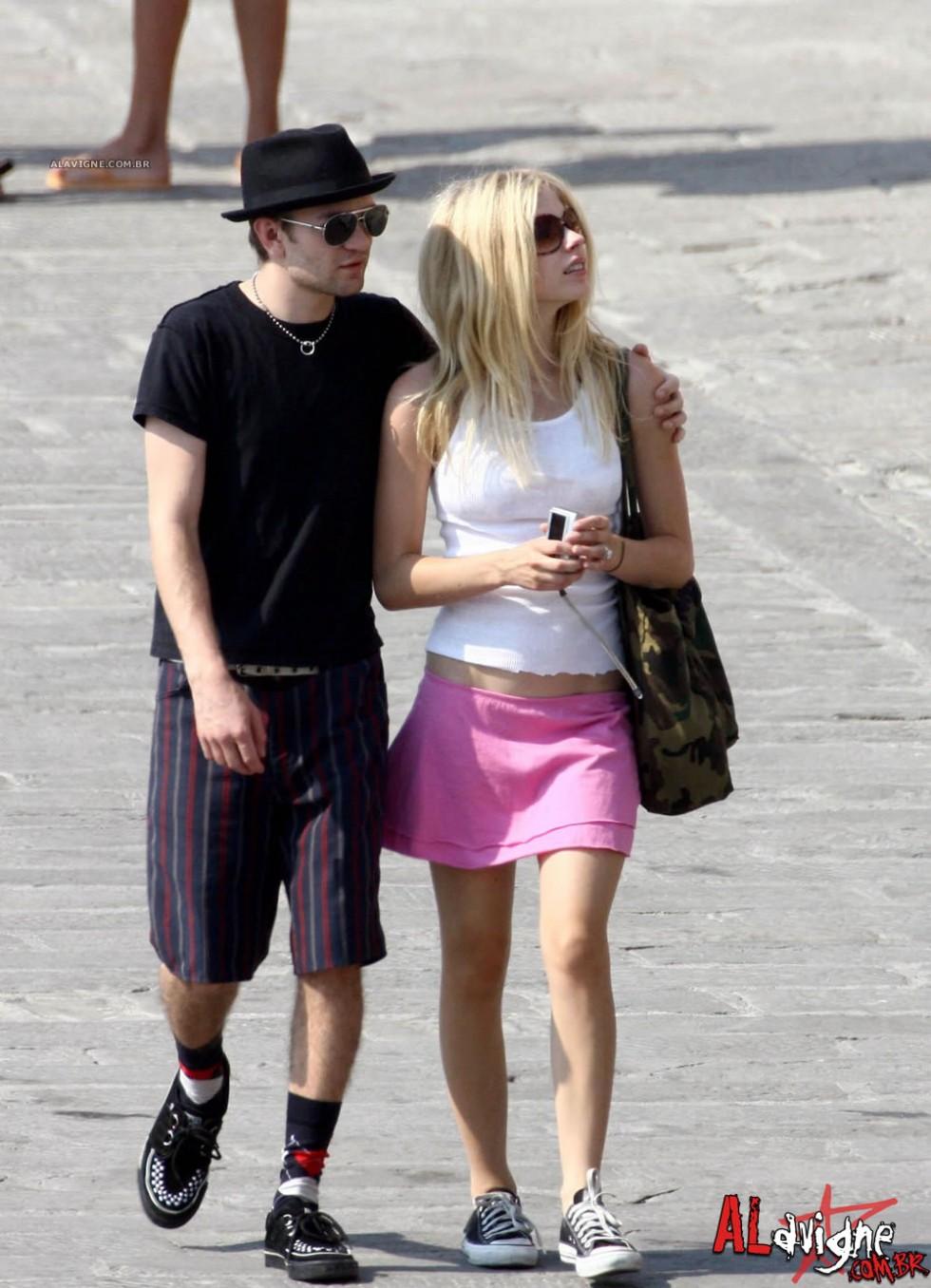 Avril Lavigne 2010 : avril-lavigne-honeymoon-photos-in-portofino-07