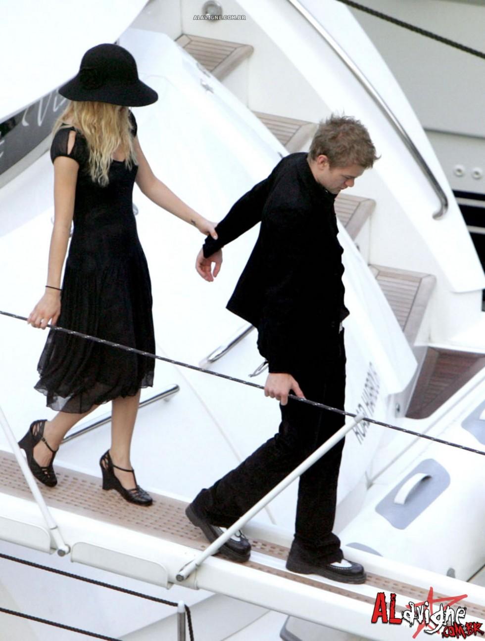 Avril Lavigne 2010 : avril-lavigne-honeymoon-photos-in-portofino-10