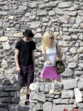 avril-lavigne-honeymoon-photos-in-portofino-16