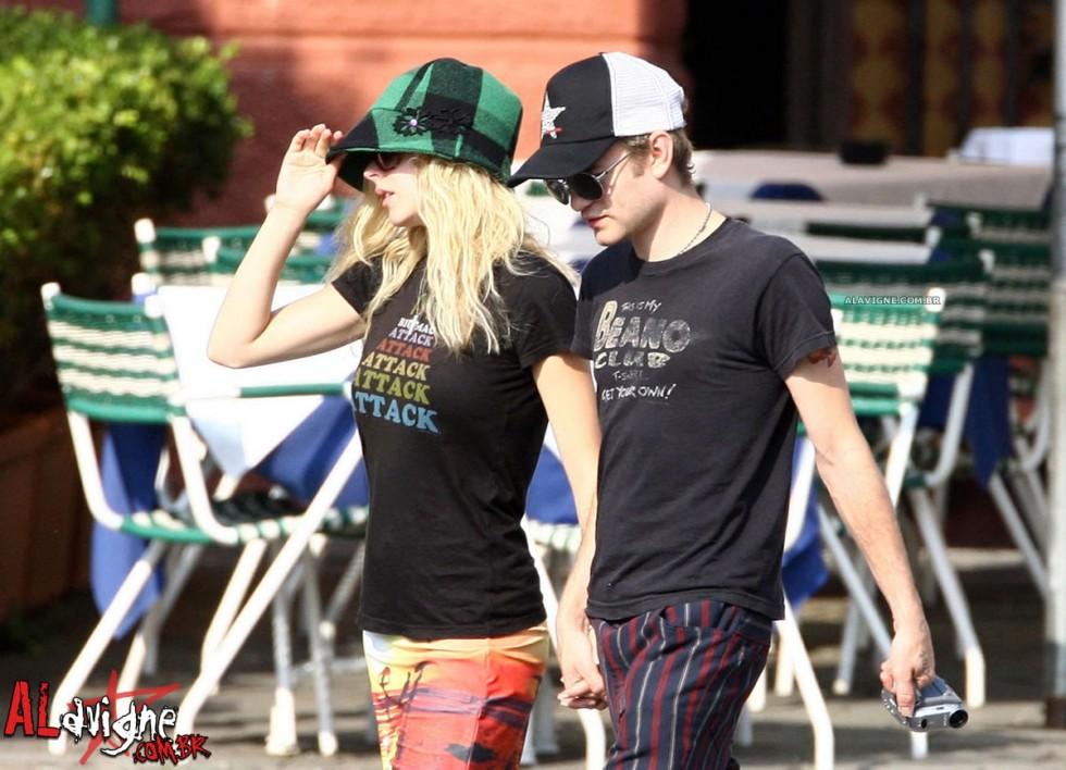 Avril Lavigne 2010 : avril-lavigne-honeymoon-photos-in-portofino-19