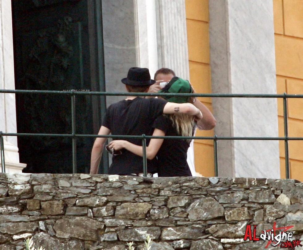 Avril Lavigne 2010 : avril-lavigne-honeymoon-photos-in-portofino-20