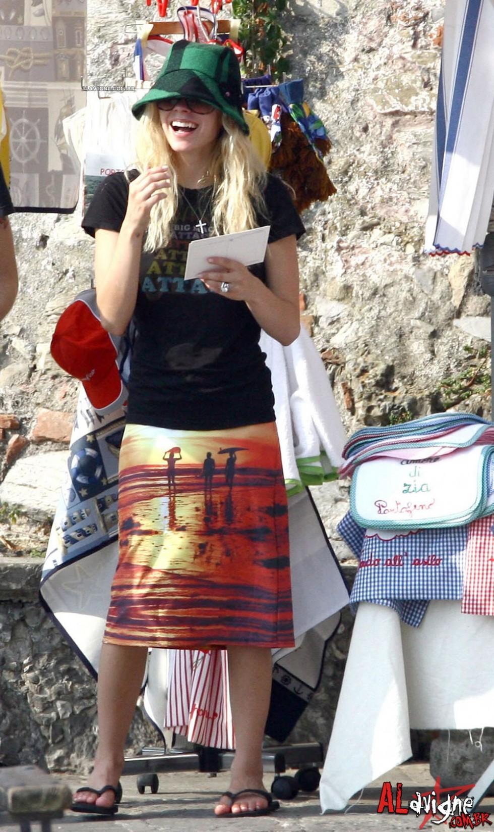 Avril Lavigne 2010 : avril-lavigne-honeymoon-photos-in-portofino-22