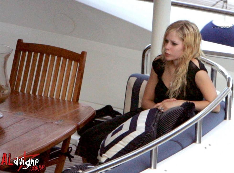 Avril Lavigne 2010 : avril-lavigne-honeymoon-photos-in-portofino-24