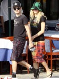 avril-lavigne-honeymoon-photos-in-portofino-25