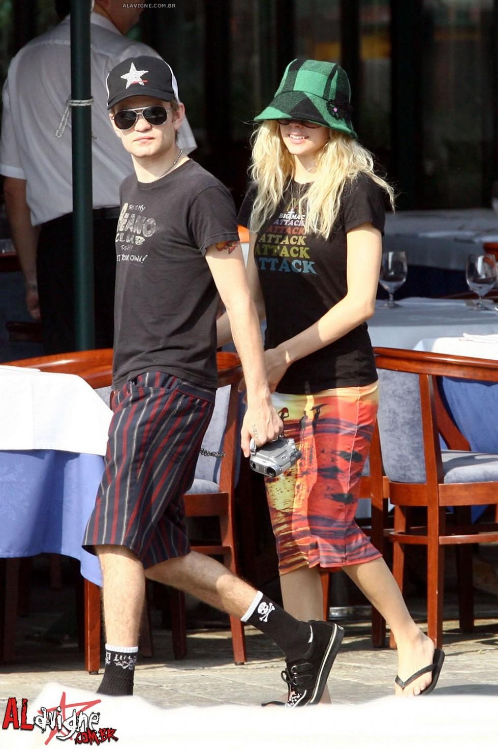 Avril Lavigne 2010 : avril-lavigne-honeymoon-photos-in-portofino-25