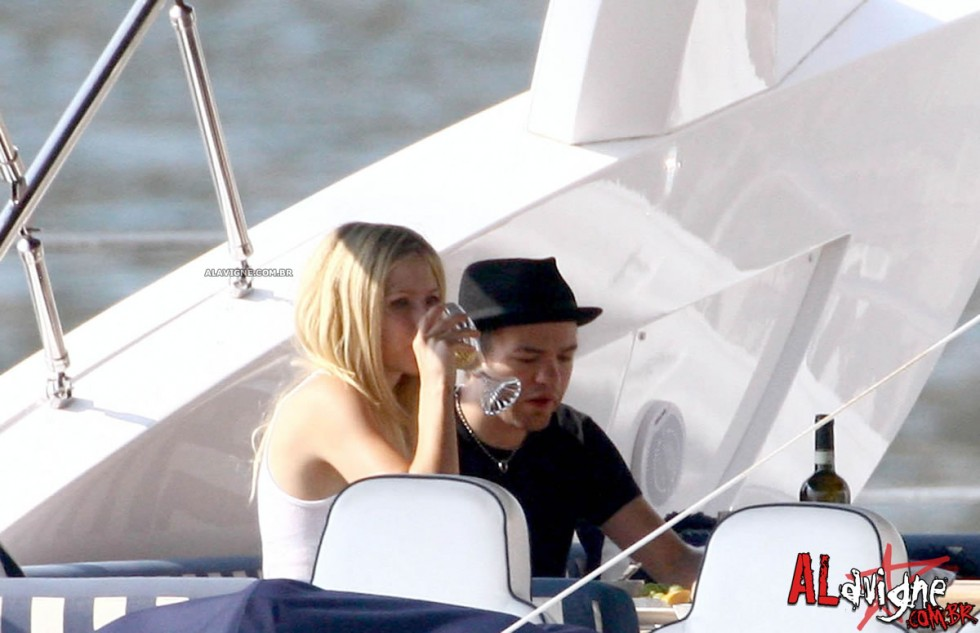 Avril Lavigne 2010 : avril-lavigne-honeymoon-photos-in-portofino-29