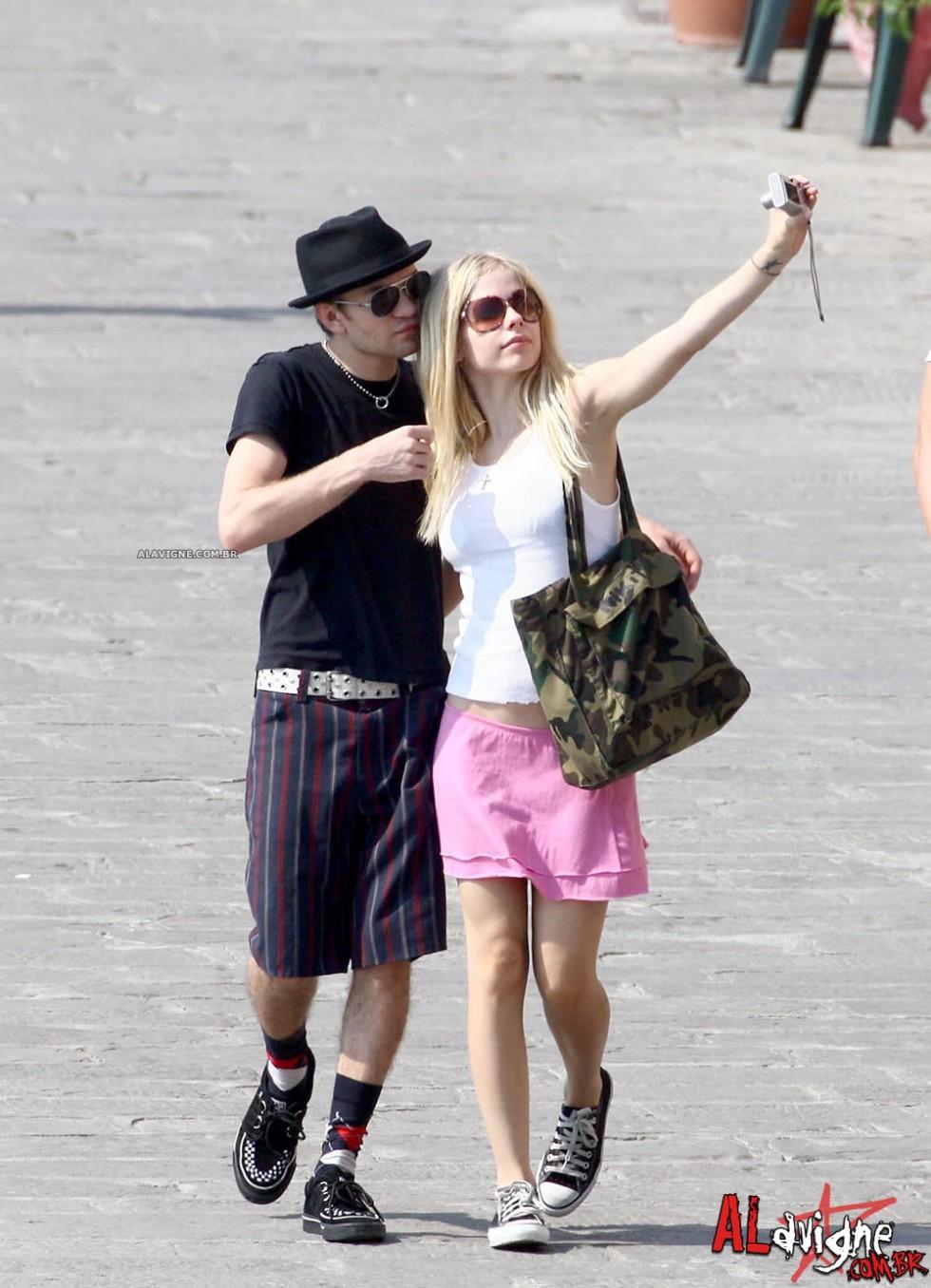 Avril Lavigne 2010 : avril-lavigne-honeymoon-photos-in-portofino-30