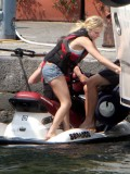 avril-lavigne-honeymoon-photos-in-portofino-31