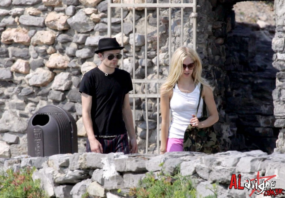 Avril Lavigne 2010 : avril-lavigne-honeymoon-photos-in-portofino-33