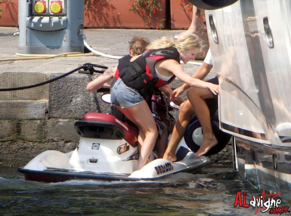 Avril Lavigne 2010 : avril-lavigne-honeymoon-photos-in-portofino-34