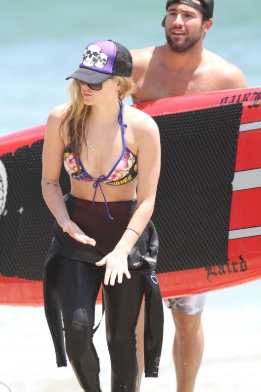 Avril Lavigne Malibu bikini Candids – July 4 2010
