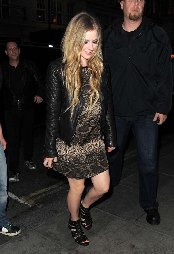 Avril Lavigne outside Nobu in London-10