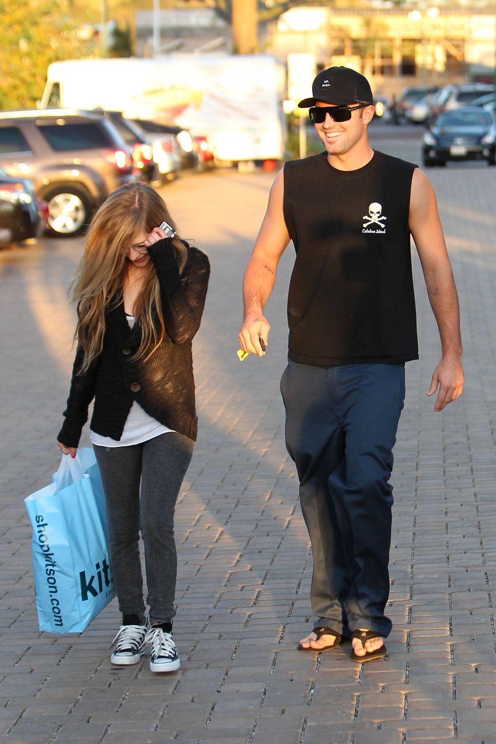 Avril Lavigne 2010 : avril-lavigne-shopping-candids-at-kitson-in-malibu-oct-10-2010-03