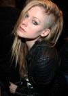 Avril Lavigne Shows Off Her New haircut in Paris