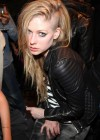Avril Lavigne New haircut-04