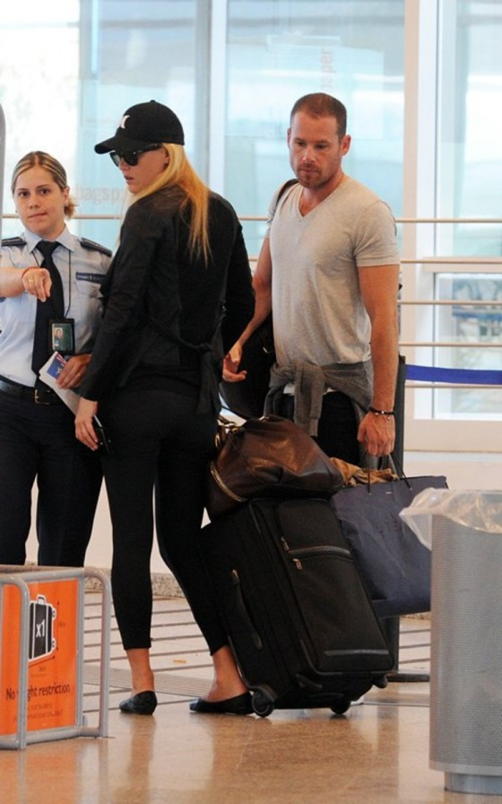 Bar Refaeli Tight Spandex Candids – Airport – Italy-08
