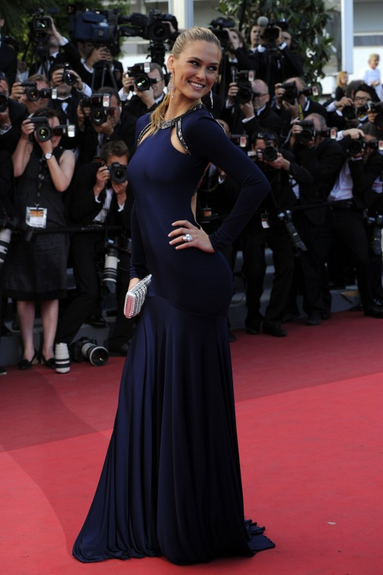 bar-refaeli-at-the-screening-of-the-beaver-in-cannes-03