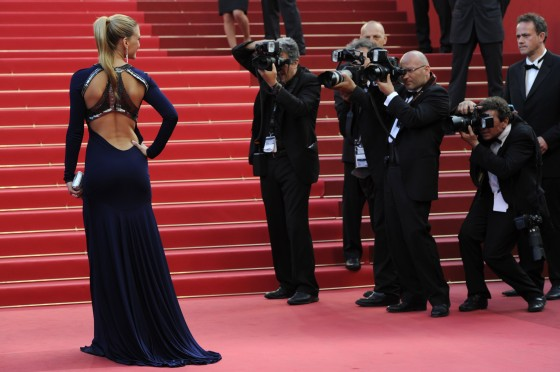 bar-refaeli-at-the-screening-of-the-beaver-in-cannes-04