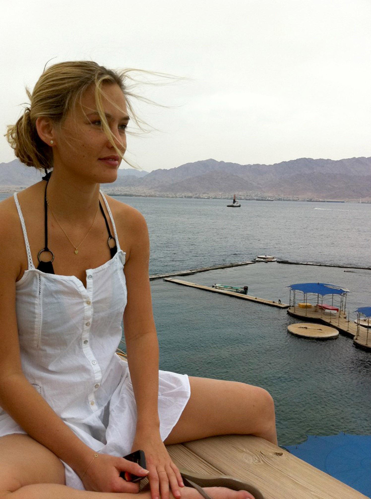 Twitter Bar Refaeli naked (34 photo), Ass, Paparazzi, Boobs, butt 2006