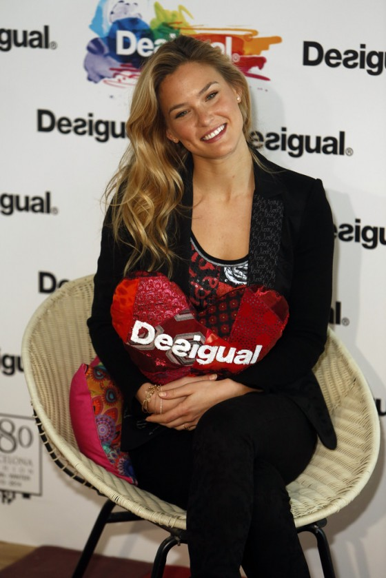 Bar Refaeli We Love Presentation -02