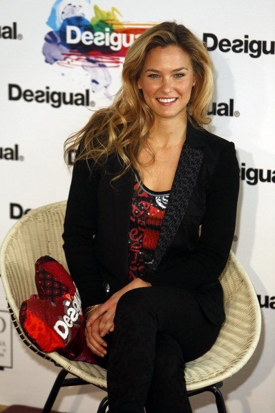 Bar Refaeli We Love Presentation -09