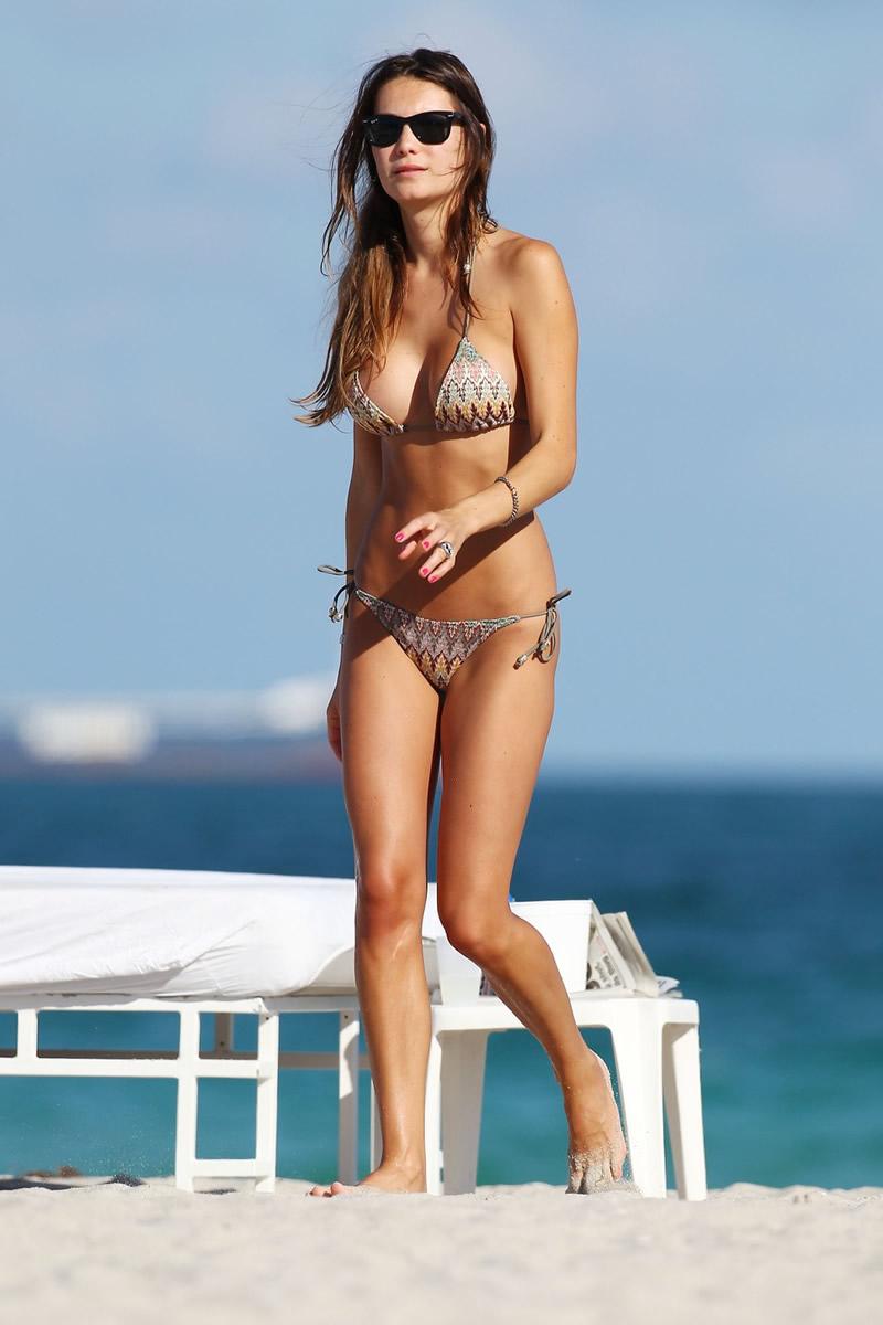 Bikini Behati Prinsloo nude (81 foto and video), Tits, Fappening, Twitter, cameltoe 2015