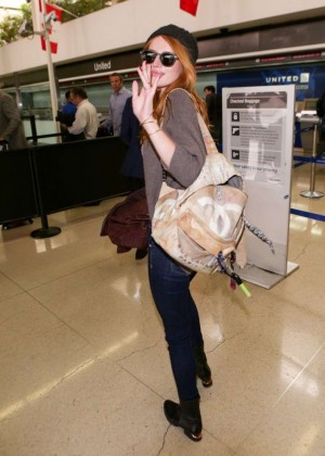 Bella Thorne in jeans at LAX -05