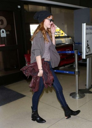 Bella Thorne in jeans at LAX -08