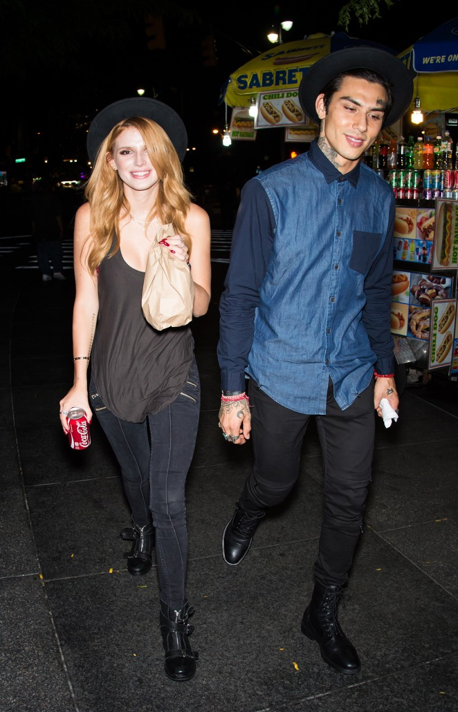 Bella Thorne in tight Jeans -12