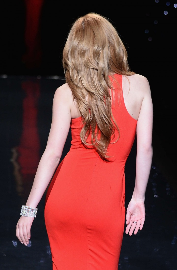 Bella Thorne: 2014 Red Dress Fashion Show -19