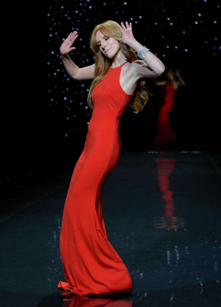 Bella Thorne: 2014 Red Dress Fashion Show -21