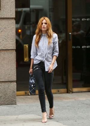 Bella Thorne in Tight Pants Trying to Get a Cab in NYC