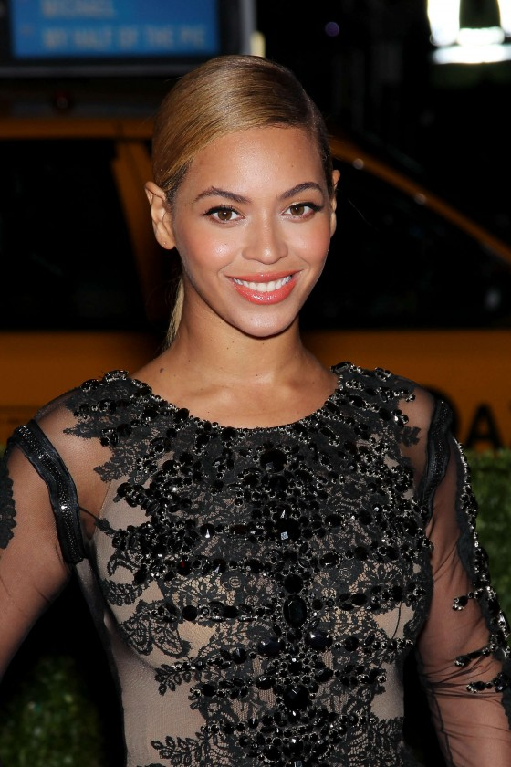 Beyonce – 2012 Metropolitan Museum of Arts Costume Institute Gala-08