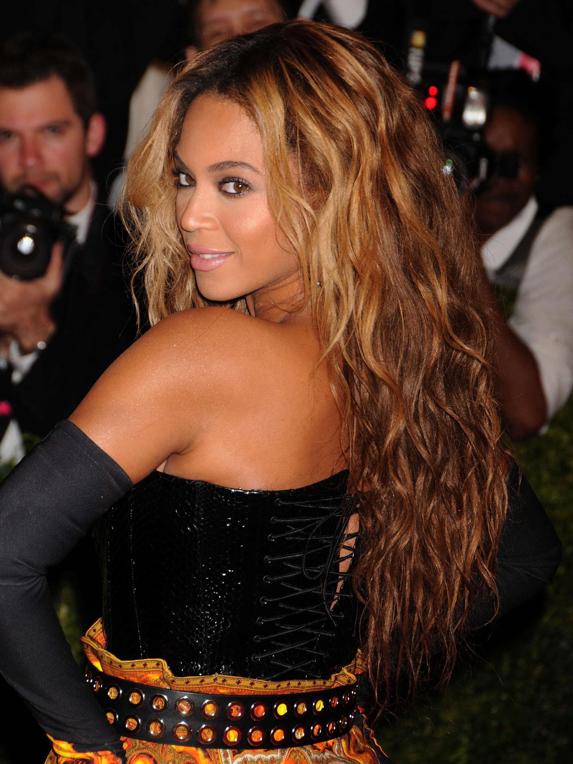 Beyonce     2013 Met Gala -06 - Full SizeBeyonce Blonde Curly Hair 2013